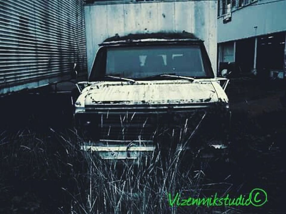 Queenanne Outdoors Photograpghy  Taking PhotosAbondoned Seattle Photography Creepy Old Truck