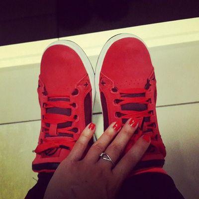 Купили кеды для фрирайда под цвет лака на ногтях ) Style Redcolour Freeride