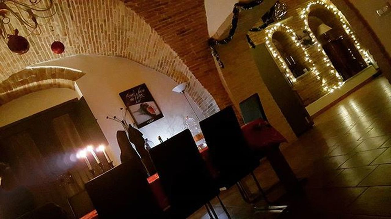 """Listening to """"the wall-roger waters"""" with my friend.. 🎵🎸💿 simply relaxing! Amazing trips... Thewall Thewallrogerwaters 2 .1 Listeningto Relaxingtime Santostefano Xmastime Xmaslights Relaxwithfriends"""