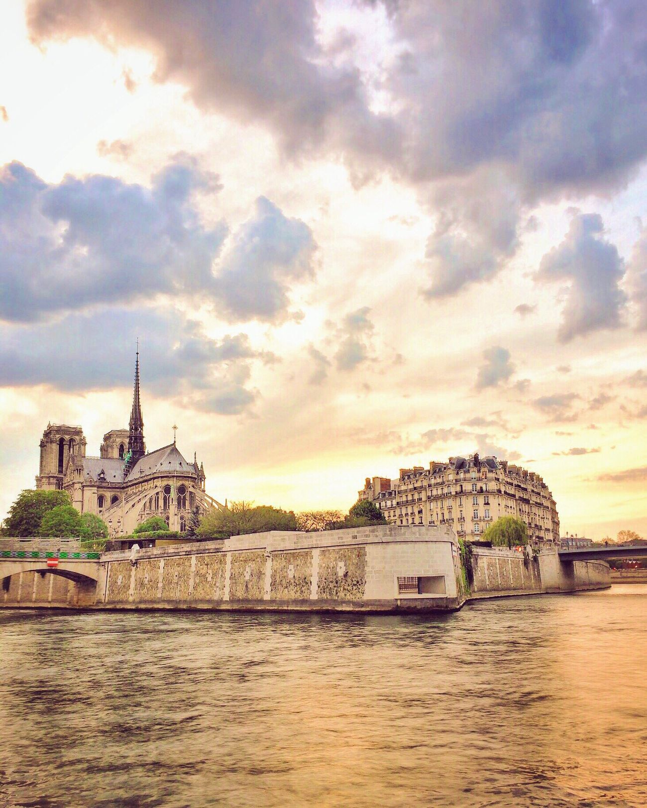 Dreaming of warmer days! Bonsoir Paris! Cloud - Sky Sunset Water River Photooftheday Parisweloveyou Paris EyeEm Best Shots Eyem Best Shot - Architecture Sunset_collection Travel Destinations