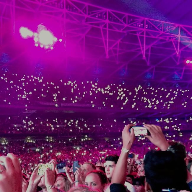 Edsheeran Edsheeranconcert Edatwembly Lights Stand Out From The Crowd