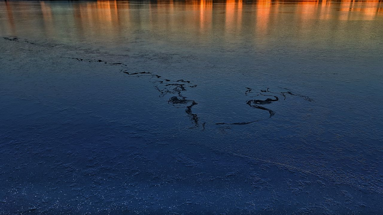 Wet Nature No People Outdoors Sunset Cold Temperature Sky Water Winter Nature_collection Nature Photography Landscape Taking Photo Eye4photography  Eyem Gallery Beauty In Nature Wintertime Ice Lake Sunset_collection Reflection Reflections In The Water Phoenixsee Germany
