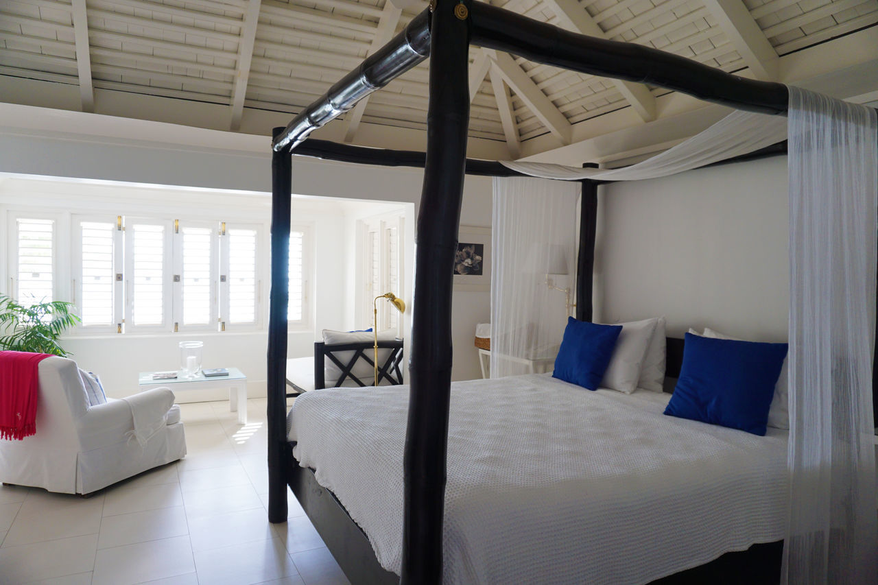 2015  Architecture Bed Bedroom Indoors  Interior Jamaica Luxury Montego Bay Room Round Hill Hotel & Villas Window ジャマイカ ペット モンテゴベイ ラウンドヒル 天蓋ベッド 部屋