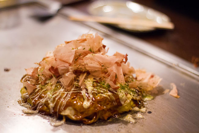 Okonomiyaki- Japanese traditional pan cake served in a hot pan with mayonnaise and soy sauce Aromatic Beautiful Cuisine Delicious Delicious Food Dinner Food Fresh Gourmet Healthy Hot Japan Japanese  Japanese Culture Japanese Food Mayonnaise Octopus Okonomiyaki Pan Salmon Sause Soy Sauce Squid Tepanyaki Vegetables