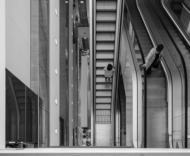 going Shopping ... Architecture Architecture_bw Escalator Escalators Mall Metallic Real People Rolltreppe Rolltreppen Shopping Street Photography Streetphoto_bw Streetphotography Symmetry The Architect - 2016 EyeEm Awards Urban Urban Geometry