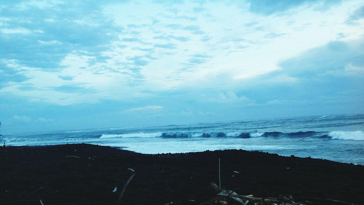 5 p.m good waves ! Taharuu beach Surfspot Paradise Island Surfing Paradise Sea Beach Sky Tranquility Paradise Beach