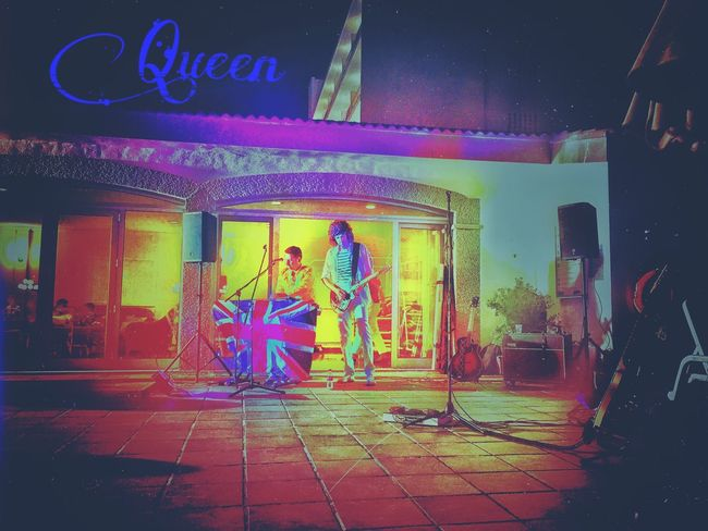 ...really good coverband👏🏼 Queen Group Of People Music 80's Outdoors Photography Tranquility Colorful Party Fun Dance Architecture England From My Point Of View Taking Photos Hello World The Color Of Business Freddiemercury Coverband Person Greatbritain Luxxxs Hanging Out