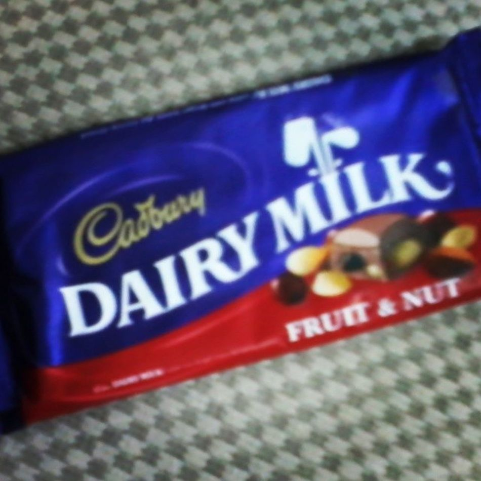 Friendly gift from the guide (^_^) Chocolate Sweetnessoverload Happyday Cadburry Almondwithraisin Justsharing Stressfree <3