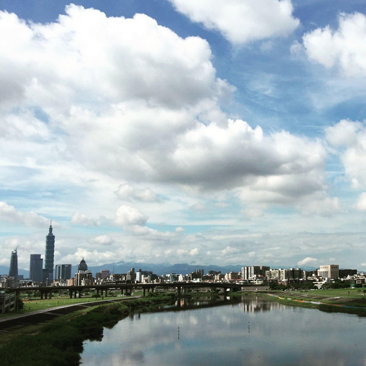 像油畫作品 Oil Panting Taking Photos Clouds And Sky Snapshot Of Life 河濱公園 基隆河 Taipei 101 Riverpark Keelung River Sky And Clouds Chocolate Cloud Puff Cloud