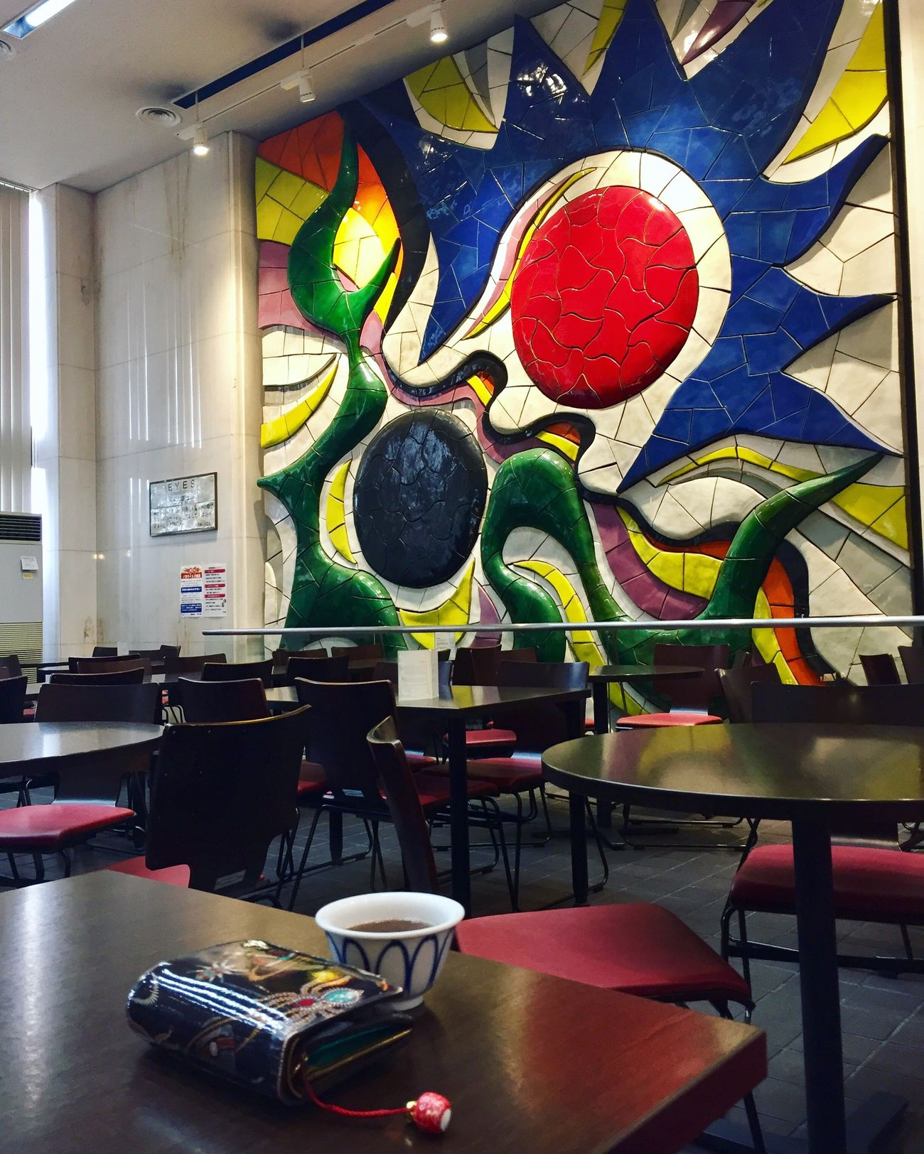 Multi Colored Wall No People Taro Okamoto Mittagessen Lunch Essen Eating Tee Cafe Augen Eyes Wall Art Wand Painting Bild Pause Mittagspause Table Uni Chilling Tea Relaxing Bunt Colors