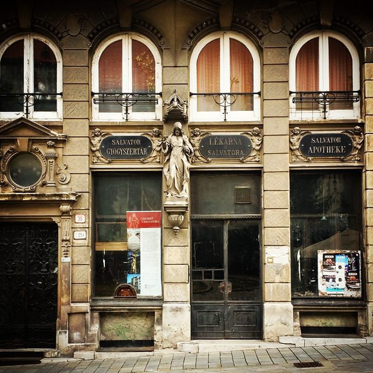 architecture, building exterior, built structure, window, day, outdoors, facade, no people, statue