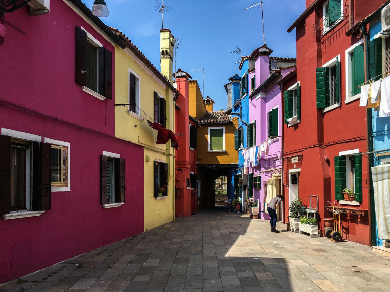 Couleurs de Burano à quelques encablures de Venise Architecture colorful Colors facades Fischerman house front linen outdoor quaint house Market Bestsellers 2017