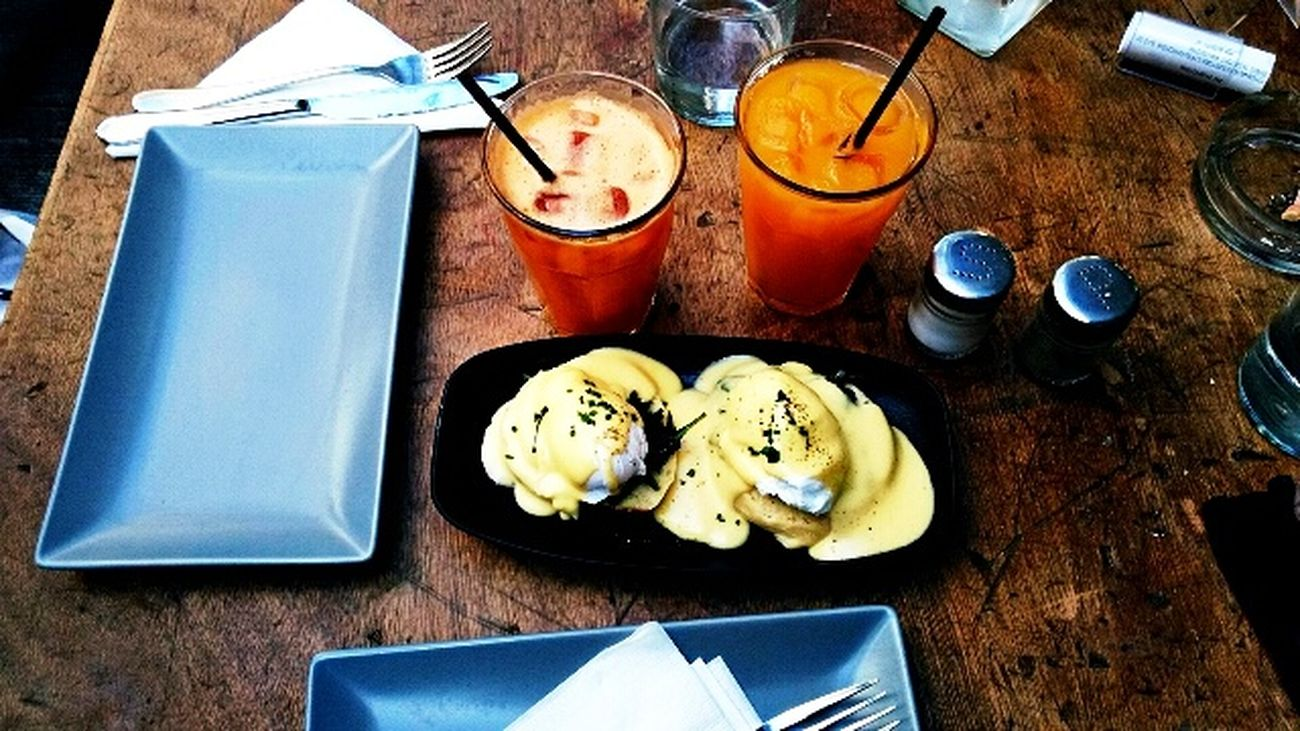 Food And Drink Ready-to-eat Close-up Eggsbenedict Eating With Friends Brunching Havingfun