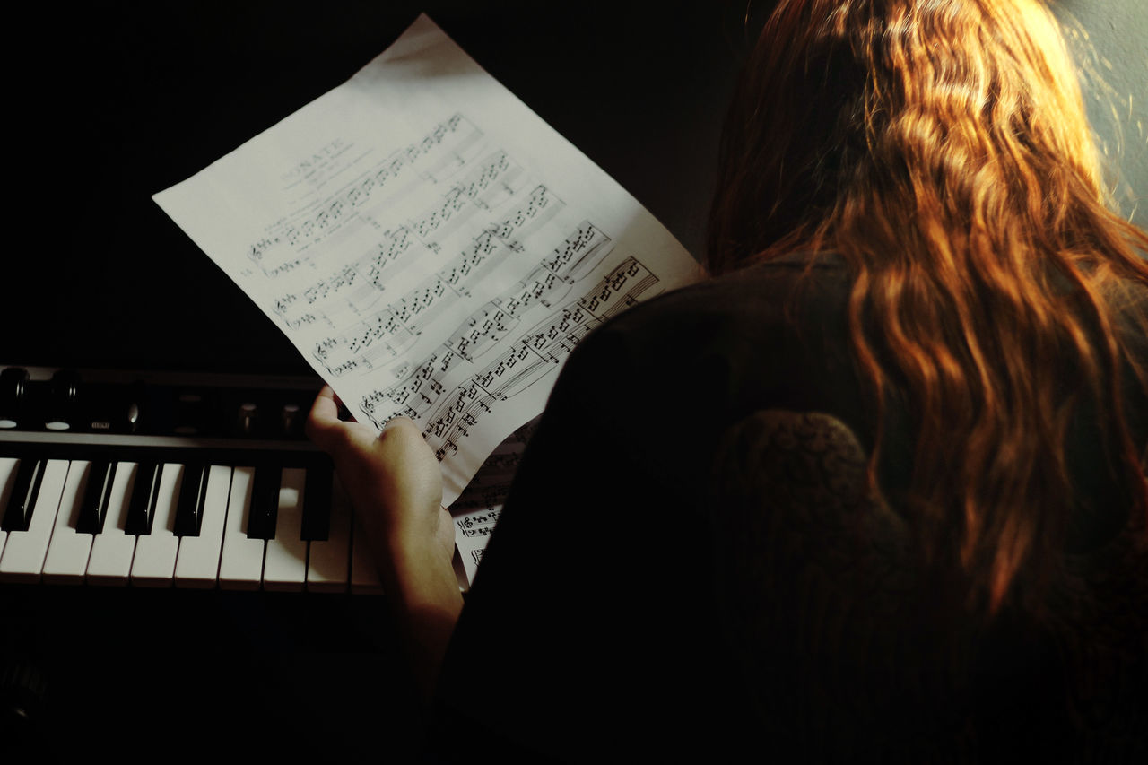 light and shadow getting inspired Piano Redhead darkness and light Learn & Shoot: Layering