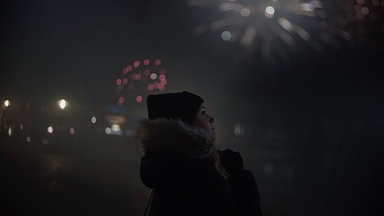 2017 Night Dark One Person Women City Nightphotography Start Year 2017 Finding New Frontiers The Week Of Eyeem Portrait Sky Bokeh Lifestyles New Year Silvester Darkness And Light Traveling City Night Lights Fireworks 35mm