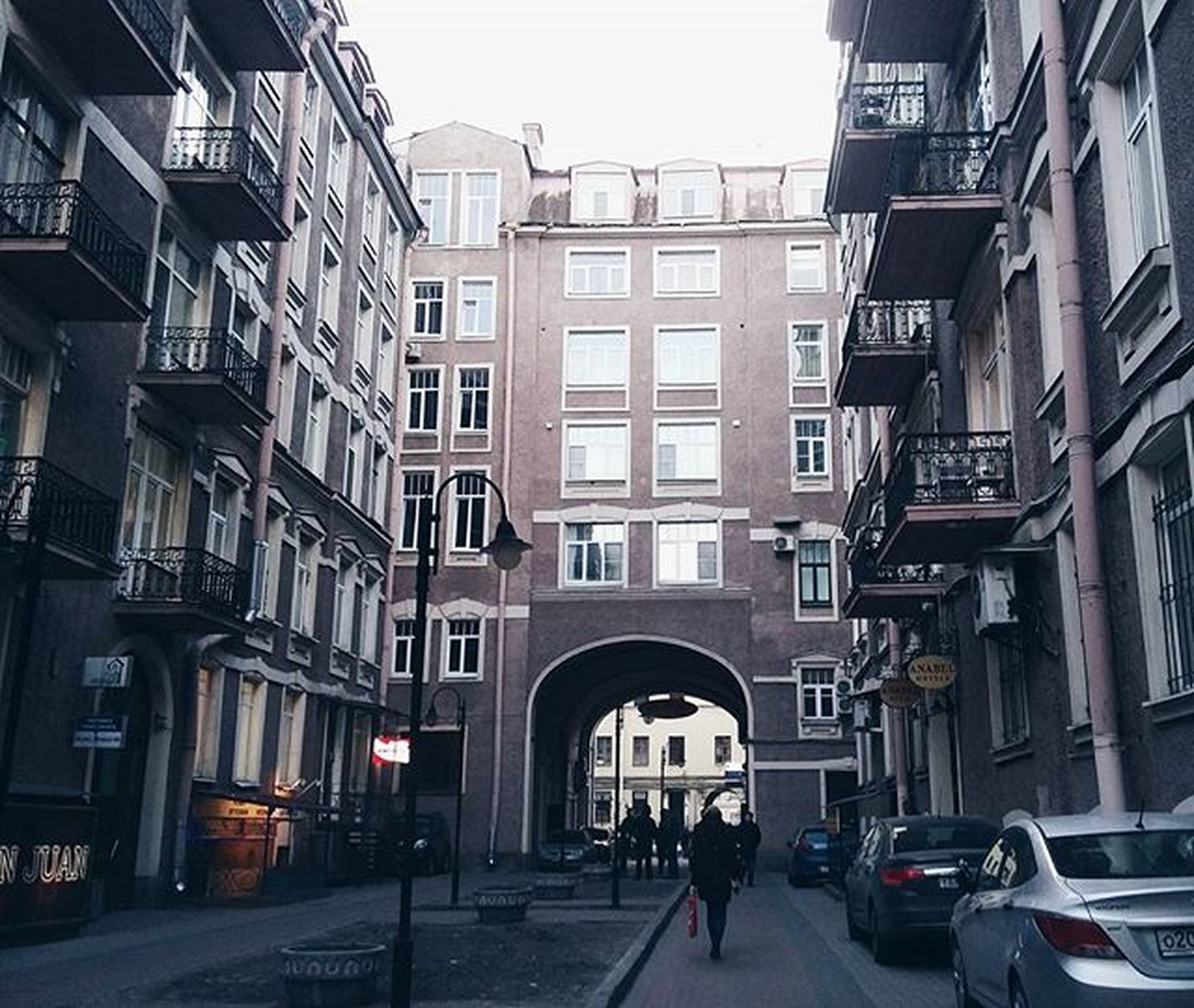 architecture, building exterior, built structure, street, city, transportation, building, city life, residential building, car, residential structure, the way forward, men, walking, road, land vehicle, incidental people, day, person