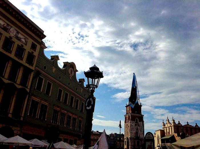 Cracovia, Polonia. City Sky Building Sculpture Travel Destinations Day City Life History Cloud - Sky Architecture Built Structure Building Exterior Architecture City Statue Sky Low Angle View Sculpture Building Cloud Cloud - Sky History City Life Travel Destinations Church First Eyeem Photo