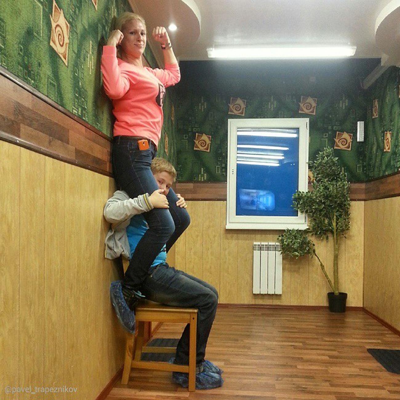 """20141109 , Россия , Новосибирск . ПаркЧудес """"Галилео"""". Перевёрнутая комната. Мой сынок - силач!..;-) / Russia, Novosibirsk. ParkOfWonderland """"Galileo"""". Inverted room. My son - a strongman!..;-)"""