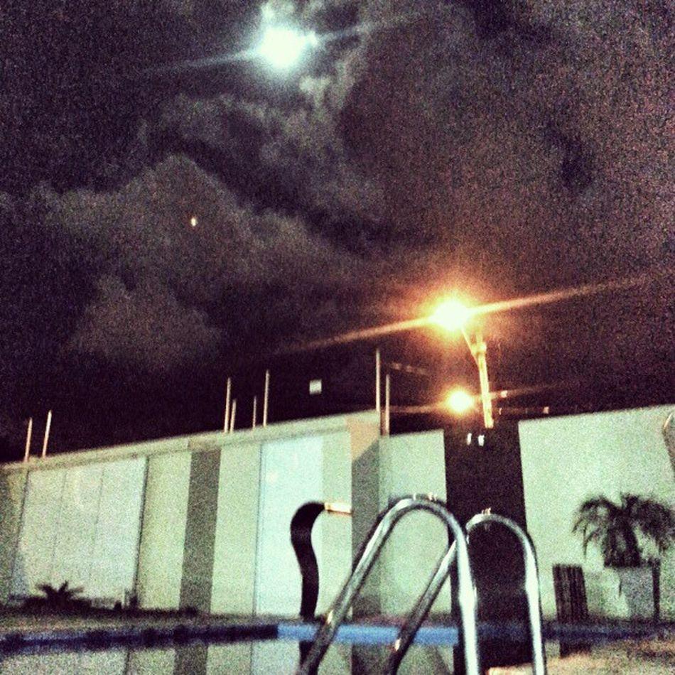 Oi ;) Night Moon Pool Friends lagodorutilopraia instapicture instashoot instalove photooftheday