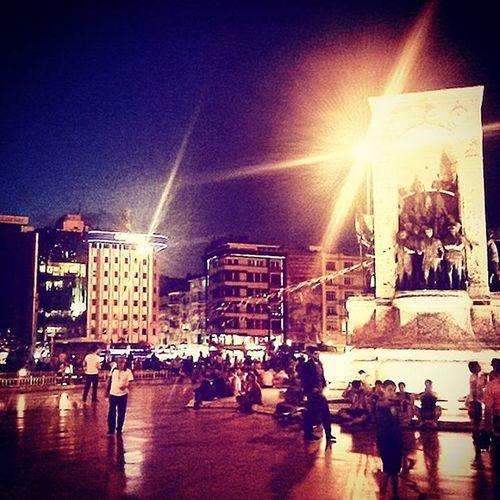Büyük kirándulás Istanbul Turkey Taksim Downtown Nightlife Summertime Holiday Mindenkiminketbamul Mocsoknagyezavaros Kizarolaggyalogpersze ♥ @nikola.vegh
