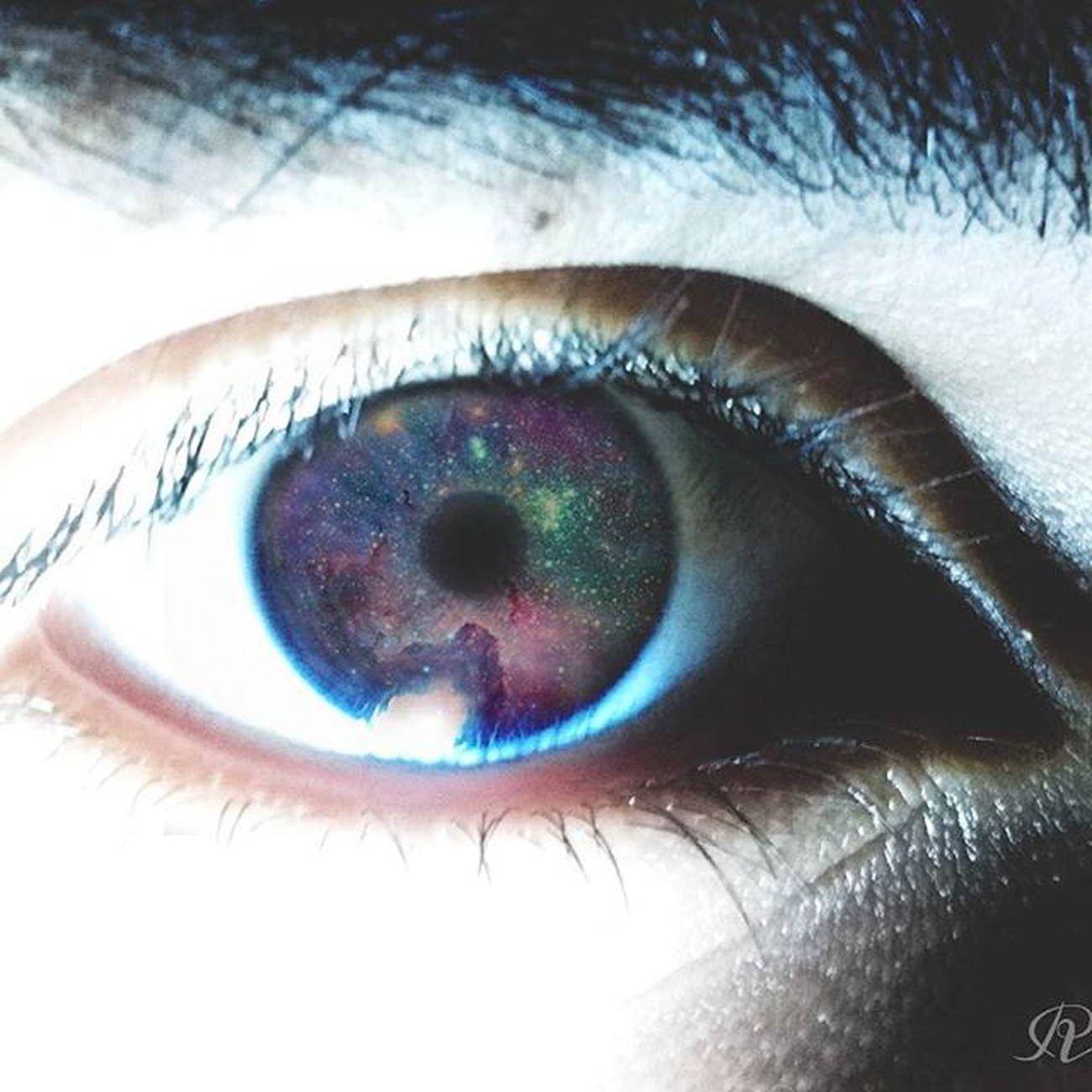 Tus ojos son una Galaxia 😶