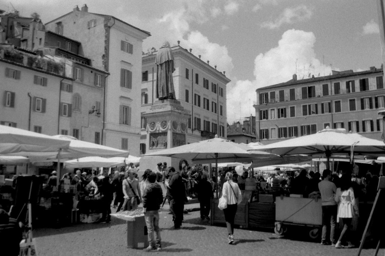 Urban Landscape Urban Space No Edits No Filters Buyfilmnotmegapixels Film Is Not Dead Black And White Analogue Photography Kentmere Pentacon The Purist (no Edit, No Filter) Film Photography Ishootfilm Analog Praktica Urban Place Italy Street Life Streetphotography_bw People Streetphotography Streetphoto Statue Market Rome Roma