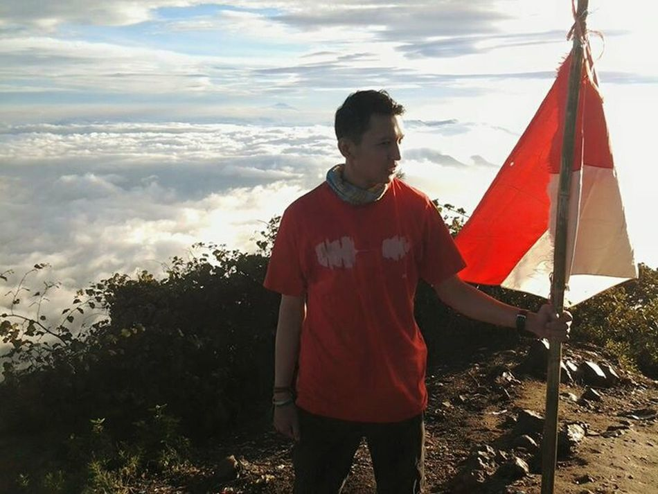 Indonesia Adventure First Eyeem Photo Hanging Out Photo Of The Day Hello World Enjoying Life Beaytifulday That's Me Relaxing I Love Indonesia Refreshing :) Power Plant MERAHPUTIHKU Freedom. slow respon my blood is red and white is spirits.