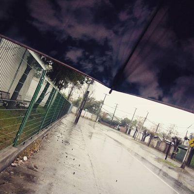 Llueve sobre la ciudad!! Me encanta la lluvia! Si no fuera por que me enfermo andaría sin paraguas... Rain ,Lluevesobrelaciudad ,Clima ,Santiago