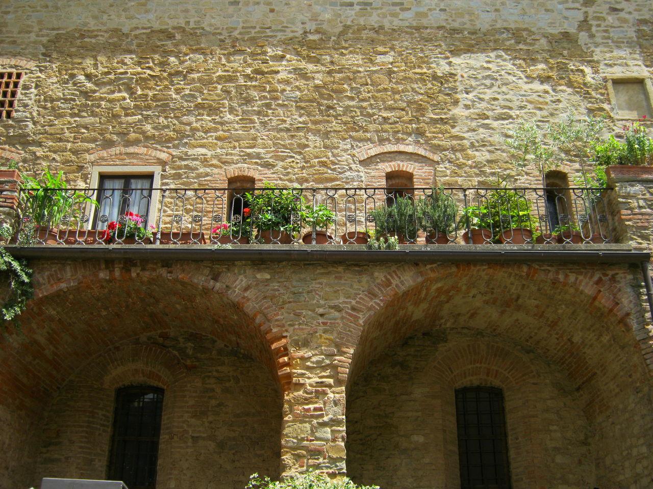 Arezzo, giugno 2011 Architecture Balcony Building Exterior Day History No People Outdoors