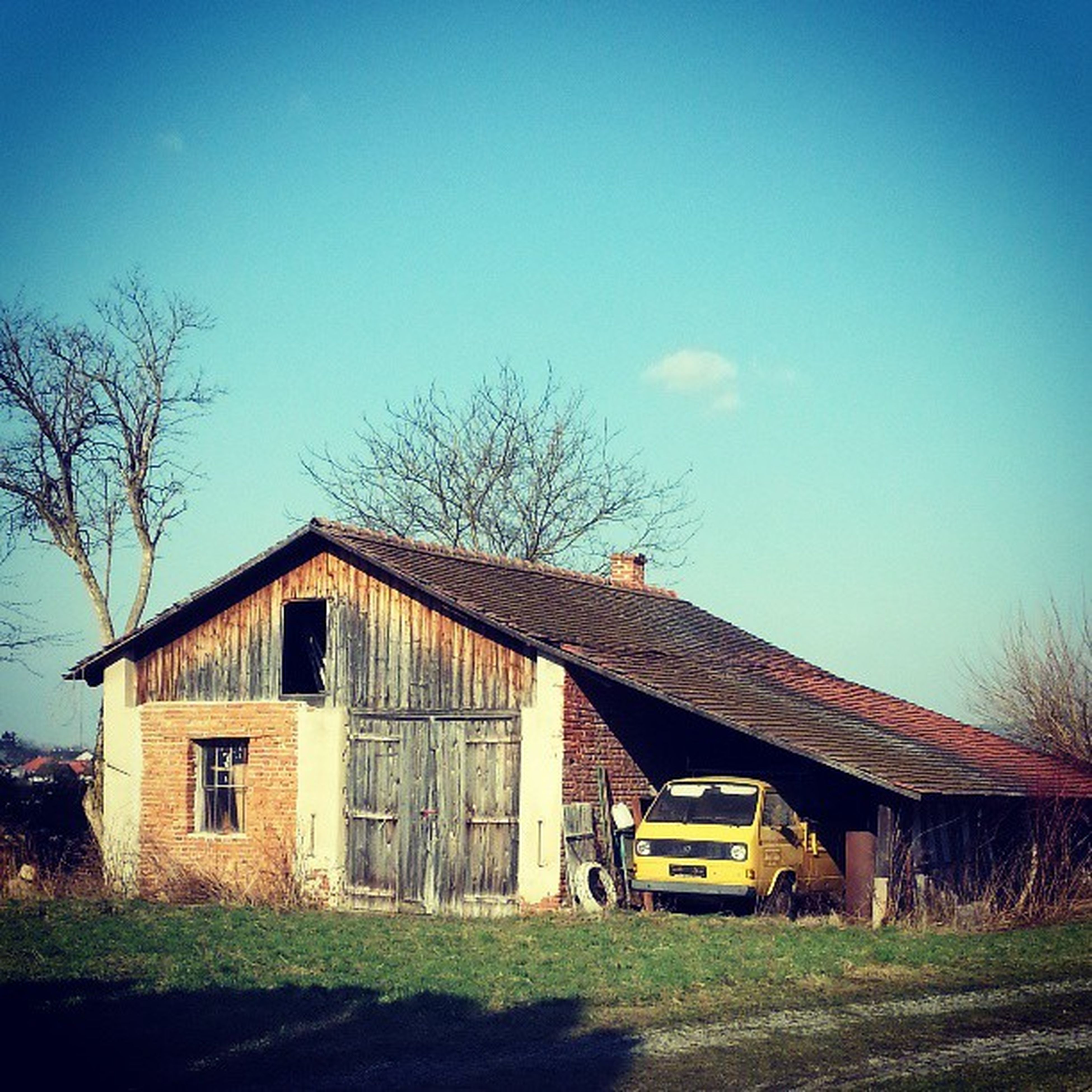 architecture, built structure, building exterior, clear sky, house, grass, tree, residential structure, copy space, field, blue, bare tree, barn, rural scene, residential building, sky, outdoors, day, no people, nature