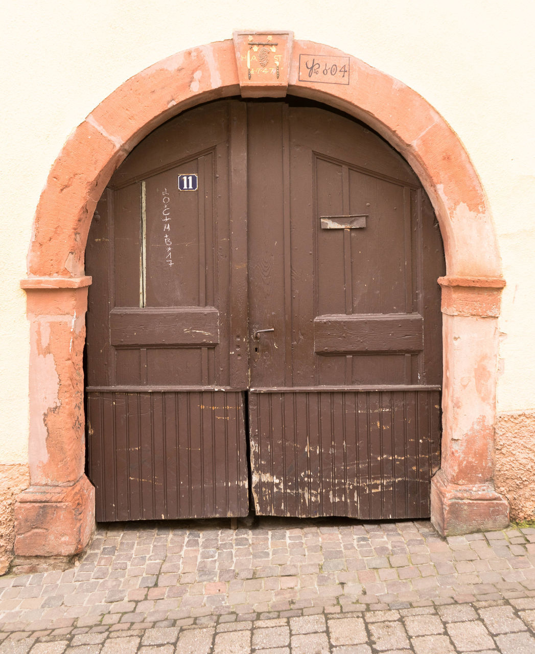 door, closed, entrance, architecture, no people, built structure, outdoors, building exterior, arch, day, close-up
