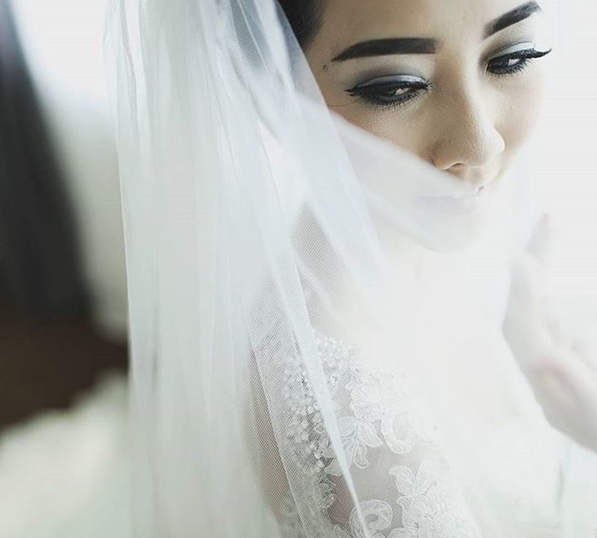 Beauty shot of @dewivannitendean brushed @adelemakeup capture @erickdiavlo for @icliqphoto Wedding of Alfreddewi . Icliqphoto Icliq Wedding Moment Catcher
