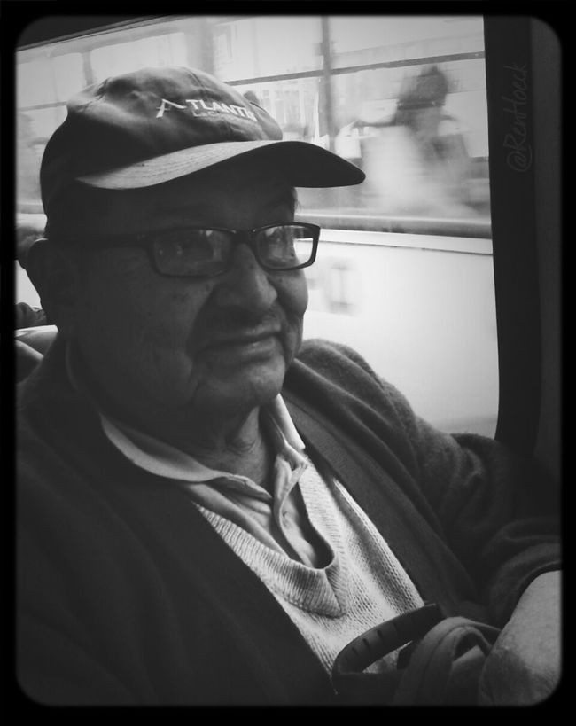 Retrato en el bus. Streetportrait Streetphotography AMPt_community Black And White