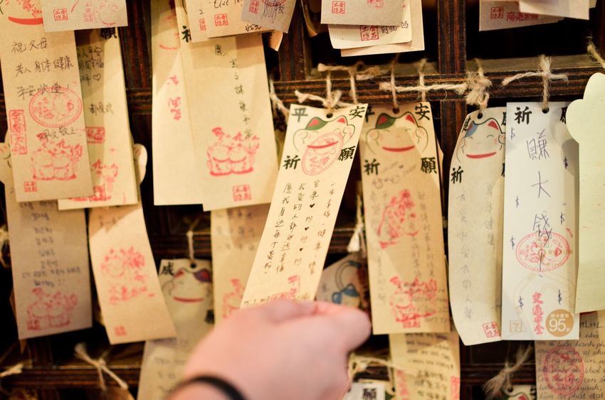 Hope Love Close-up Communication Hanging Messages Notes Paper Text Taiwan In A Row Cultures Still Life EyeEm Gallery Hopes And Dreams Wishes