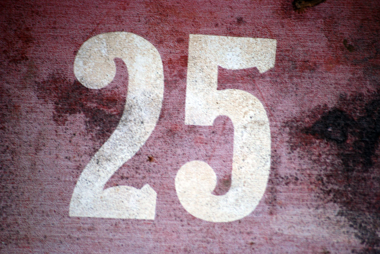 25 2⃣5⃣ Close-up Day Door Number No People Number Outdoors Red