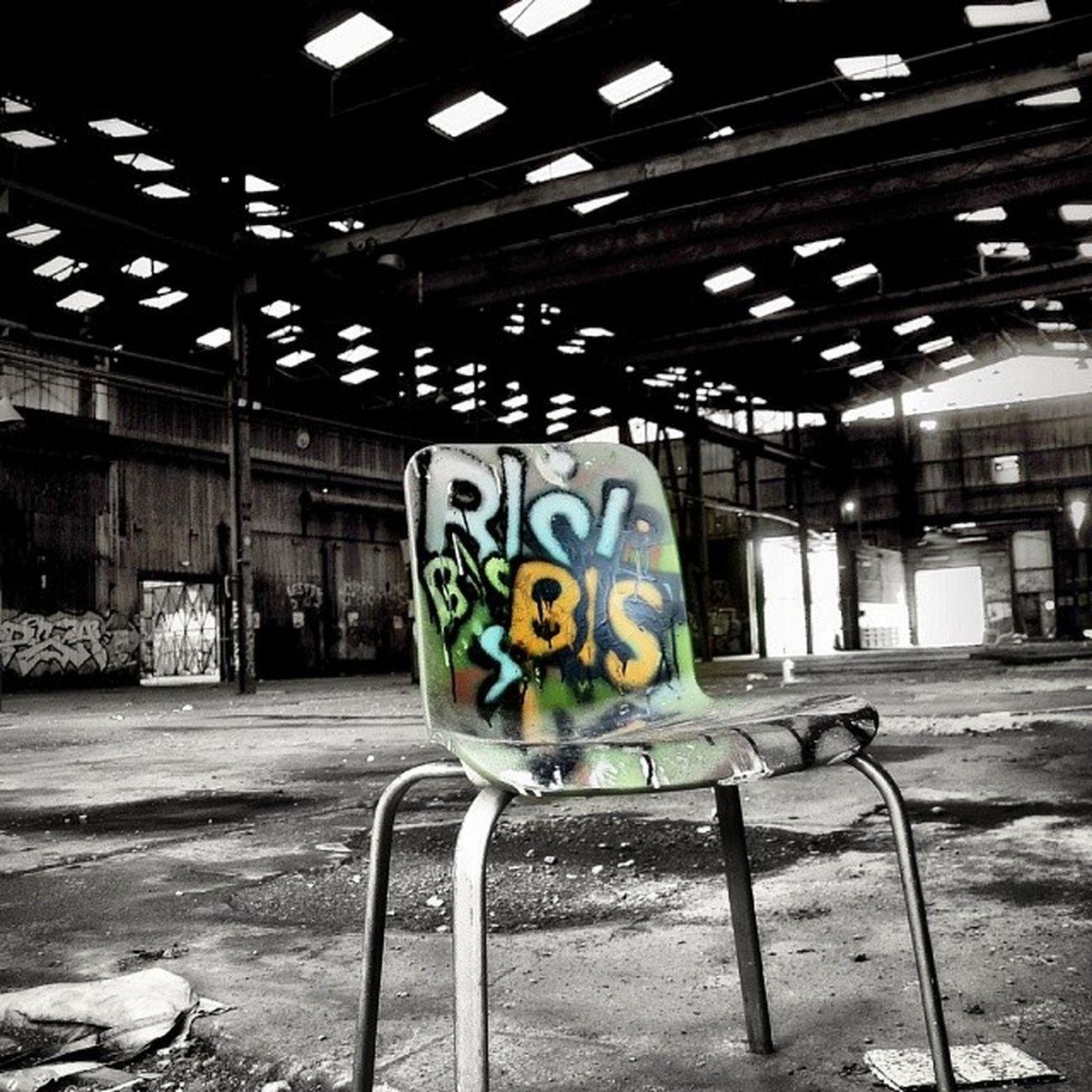 Streetart Chair Urbex Hangar Bisk Mov