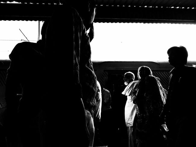 Silhouette People Monochrome Photography Street Life Monochrome Popular Photos Streetphotography Popular Street Photography Monochromatic Monochrome _ Collection Blackandwhite Blackandwhite Photography Black&white Mumbaistreets Black & White Black And White Mumbailocal MumbaiDiaries Mumbaiphotography The City Light Black And White Friday