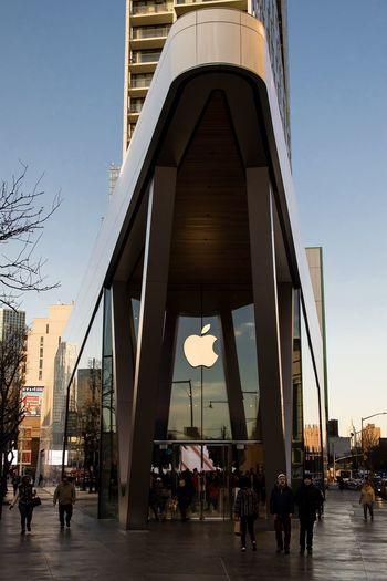 Apple Store Downtown Brooklyn, NY Issa Khari Shopping People Street City Brooklyn Apple Canon NYC Street Photography EyeEmNewHere Be. Ready.