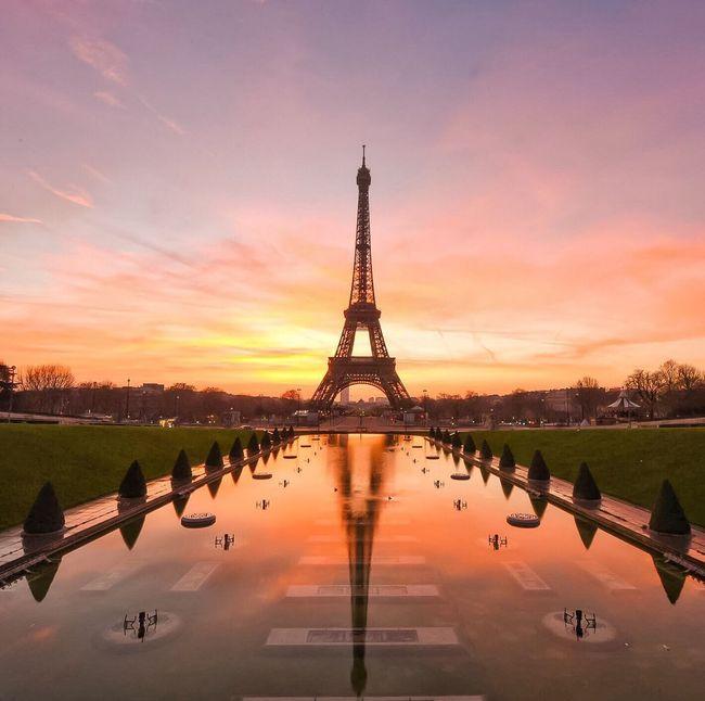 A little sunshine for a rainy evening! Bonsoir Paris! Parisweloveyou Cloud - Sky Paris EyeEm Best Shots Photooftheday Eyem Best Shot - Architecture Paris ❤ Sunrise