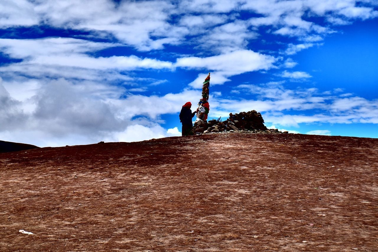 sky, real people, cloud - sky, adventure, leisure activity, one person, men, lifestyles, low angle view, day, nature, outdoors, scenics, beauty in nature, landscape, vacations, full length, people
