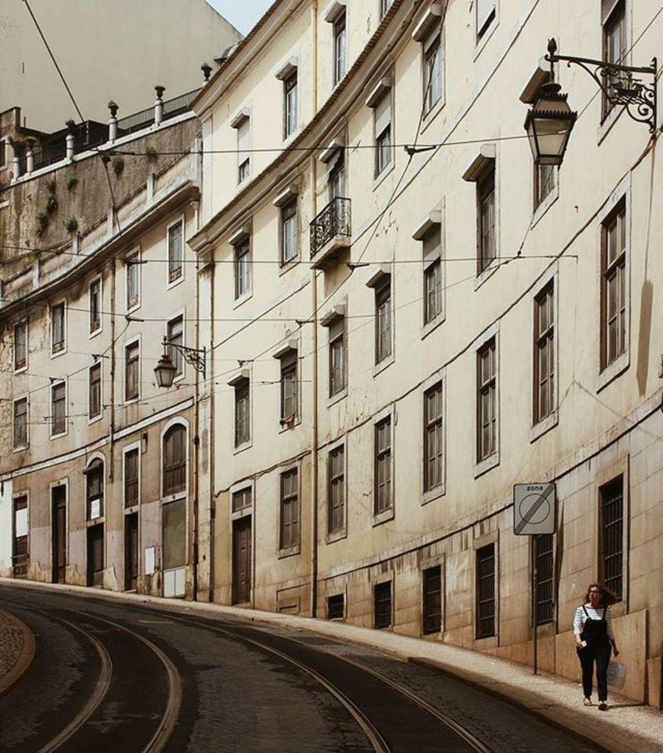 ✨ Lisbon ✨ Saudades de pegar carona com a @fer_cout por Lisboa. 💛 Instamission258
