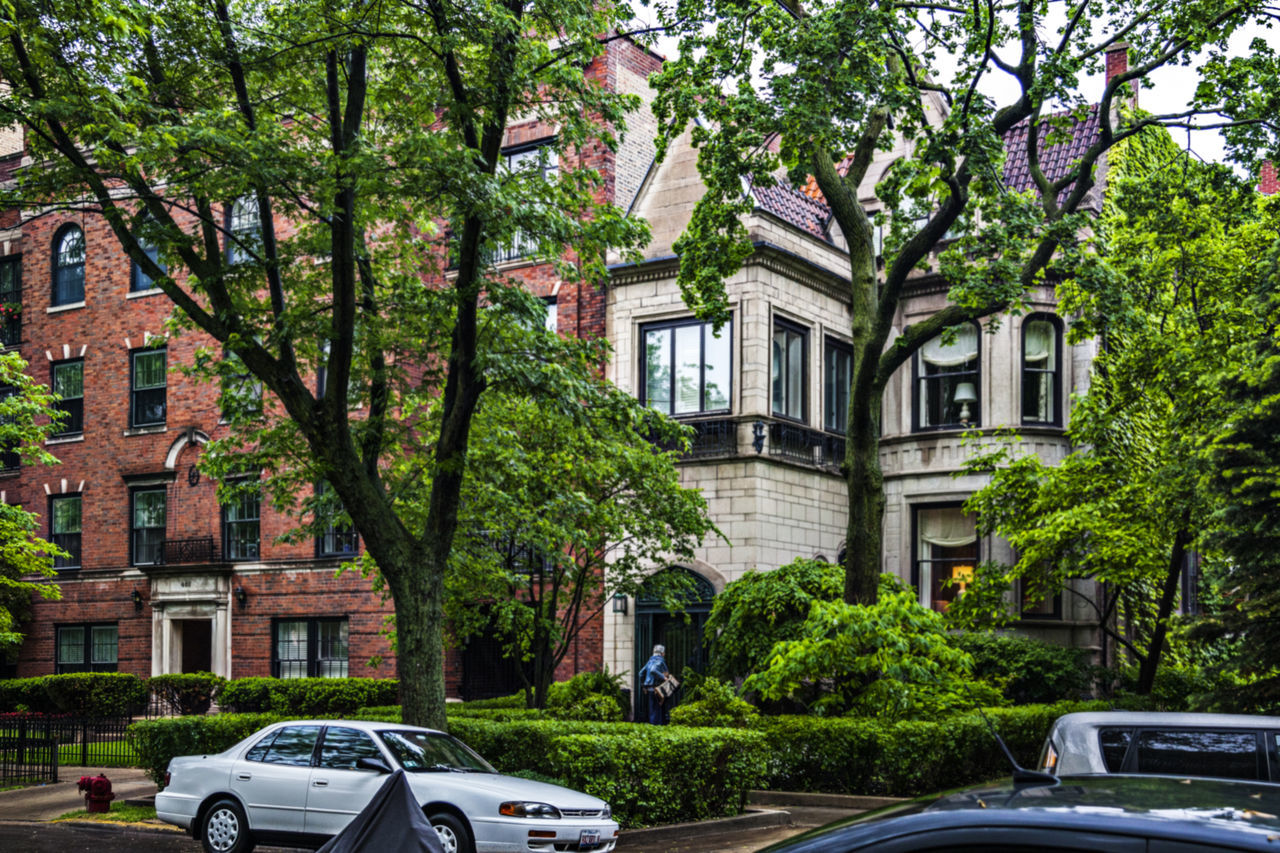 Residential building Apartment Architecture Building Exterior Built Structure Chicago, United States City Life Exterior Façade No People Outdoors Residential Building Residential Structure City Residential Building Residential District Sky