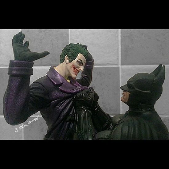So for JokerSunday I thought I'd post this. It's my statue from the collector's edition of Arkhamorigins tried to get a close up but this is as close as I could get plus done a lil edit with Aviary :) Batman Darkknight Batmanfamily DC Dcuniverse Arkham Joker BatGeek BatFan FamilyOfBats Geek GeekandProud Gamer