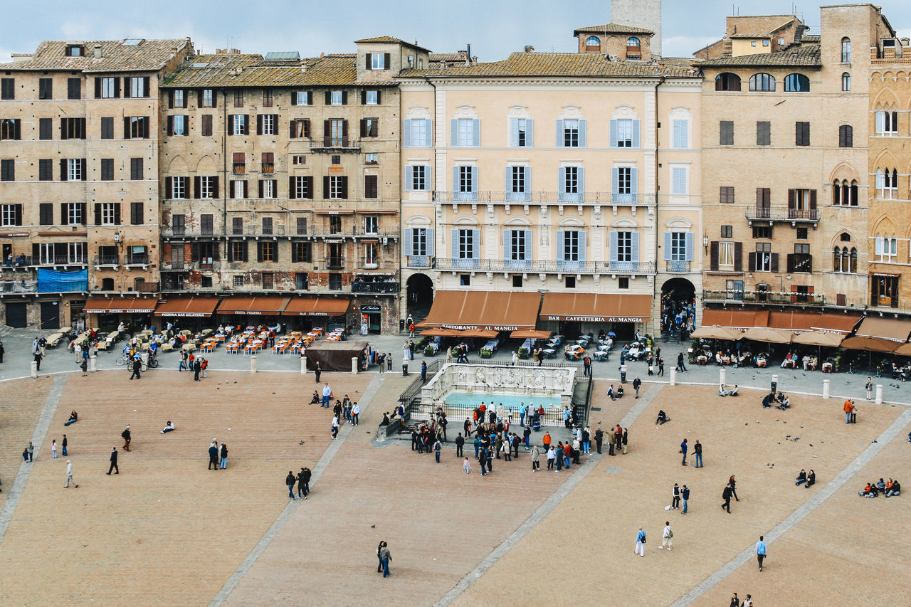 Overview of the Piazza del Campo, Siena, Tuscany, Italy Architecture Building Exterior Built Structure City City Life Crowd Day High Angle View Italy Large Group Of People Leisure Activity Lifestyles Person Piazza Del Campo Residential Building Siena Tourism Tourist Town Square Travel Destinations Tuscany Walking