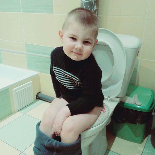 Ребенок childhood kindergarden Bathroom One Person Sitting Childhood Child Hygiene People Indoors  Domestic Bathroom kindergarden детство дети ребенок маленький взрослый