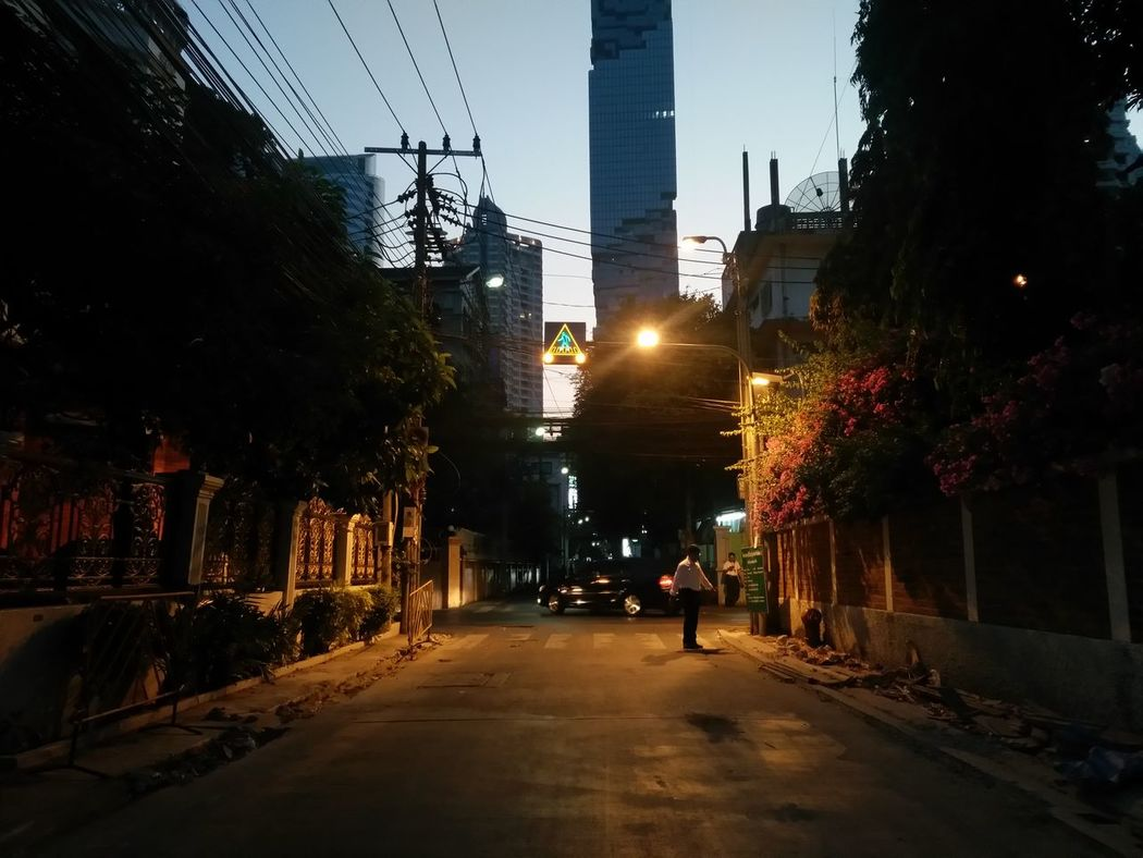  05.03.16  Evening from Sathorn/Silom ,Bangkok, Thailand. Road Crossroads Conjunction Evening CityscapesTwilight Sky Landscape Photography PhonePhotography Phoneography Streetphotography Showcase March Learn & Shoot: Balancing Elements