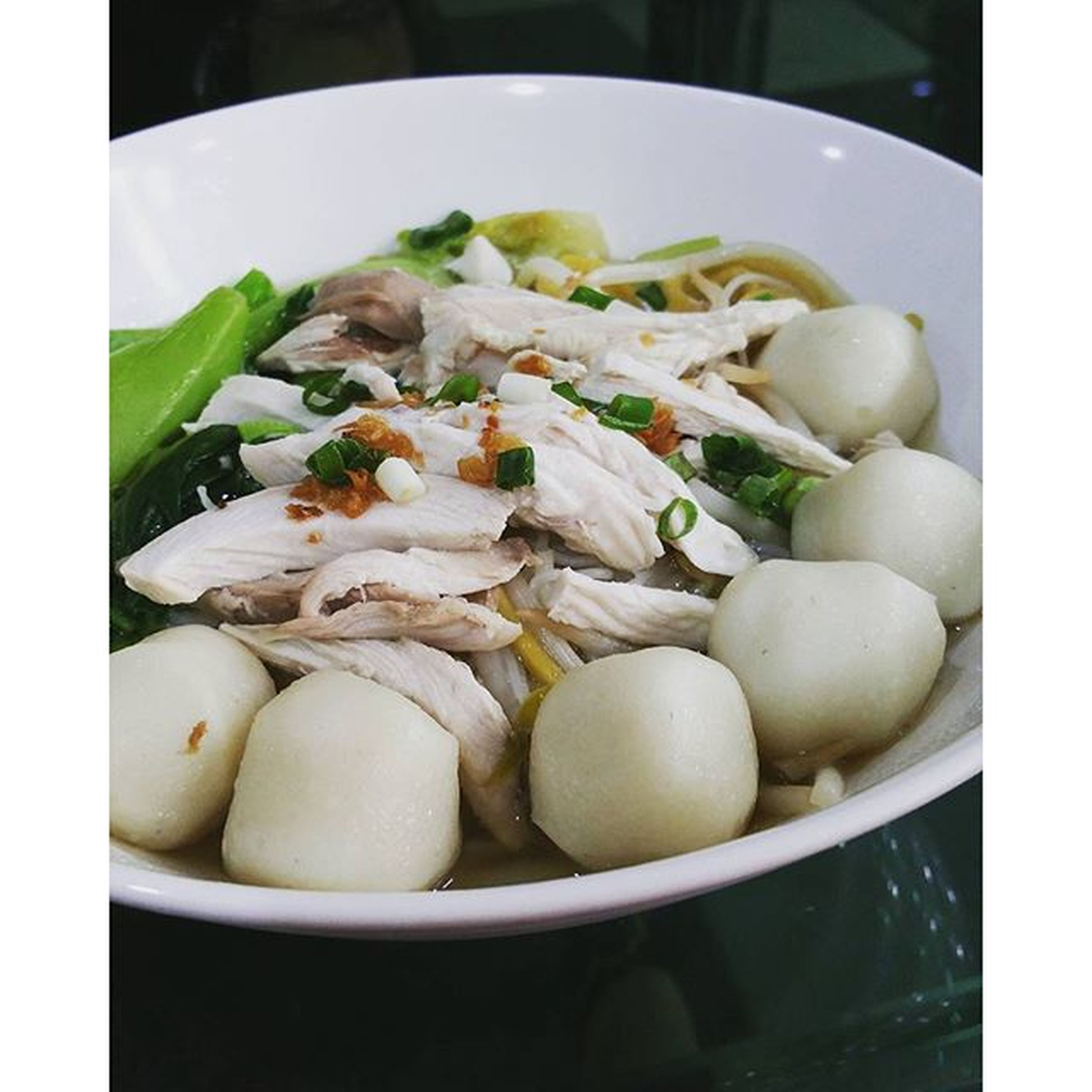 A simple fishballs noodle soup from Tan's Food Court, a fairly new food court. Variety of food stalls in one location serving different food, Singapore/Malaysian, dim sum, Indonesian, Malay hawker food, a stall serving roast meat (roast ducks). There are still a few remaining stalls yet to be opened. Asiandelights Tansfoodcourt Fishballnoodlesoup Perthfood perthfoodie perthfoodadventures pertheats perthisok perthpop perthbites perthgrub perthgram perthfoodreview happyperth thefoodie thefoodiehub foodpics foodphotography foodporn foodperth foodadventures instafoodie igfoodie igfoods ozeatingwa zomatoaus yelpperth