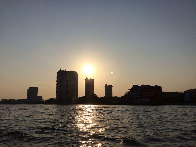 ไม่ว่าจะผ่านไปนานแค่ไหน พระอาทิตย์ก็จะลับตาไป ณ ปลายขอบฟ้าเสมอ. 🌾 Sunset Izotenut เรื่องเล่าจากพระอาทิตย์ Onceuponatime