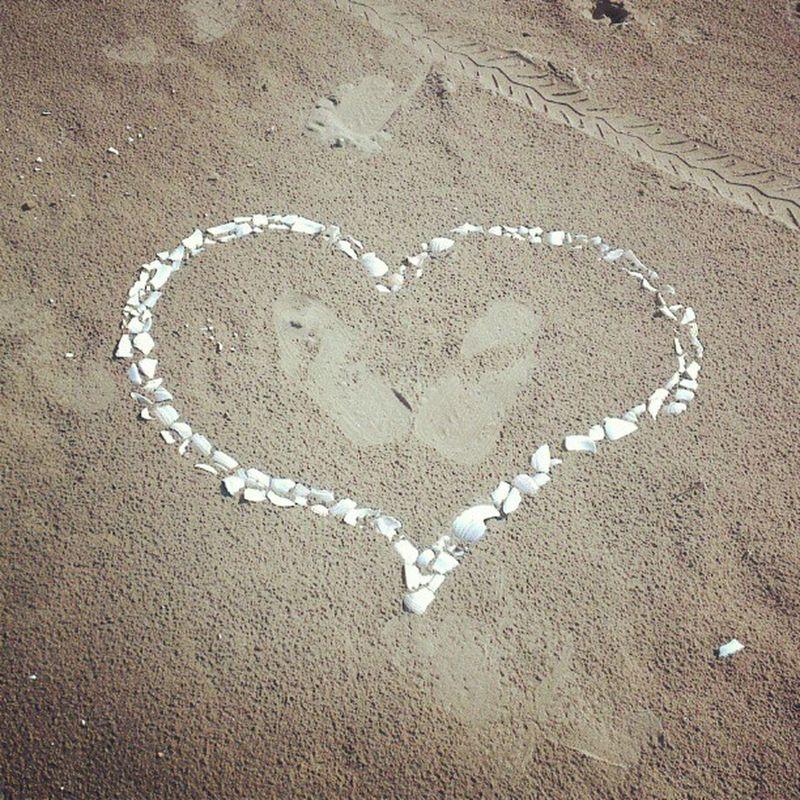 Кто-то выразил свою любовь на песке  Владивосток Love Vladivostok