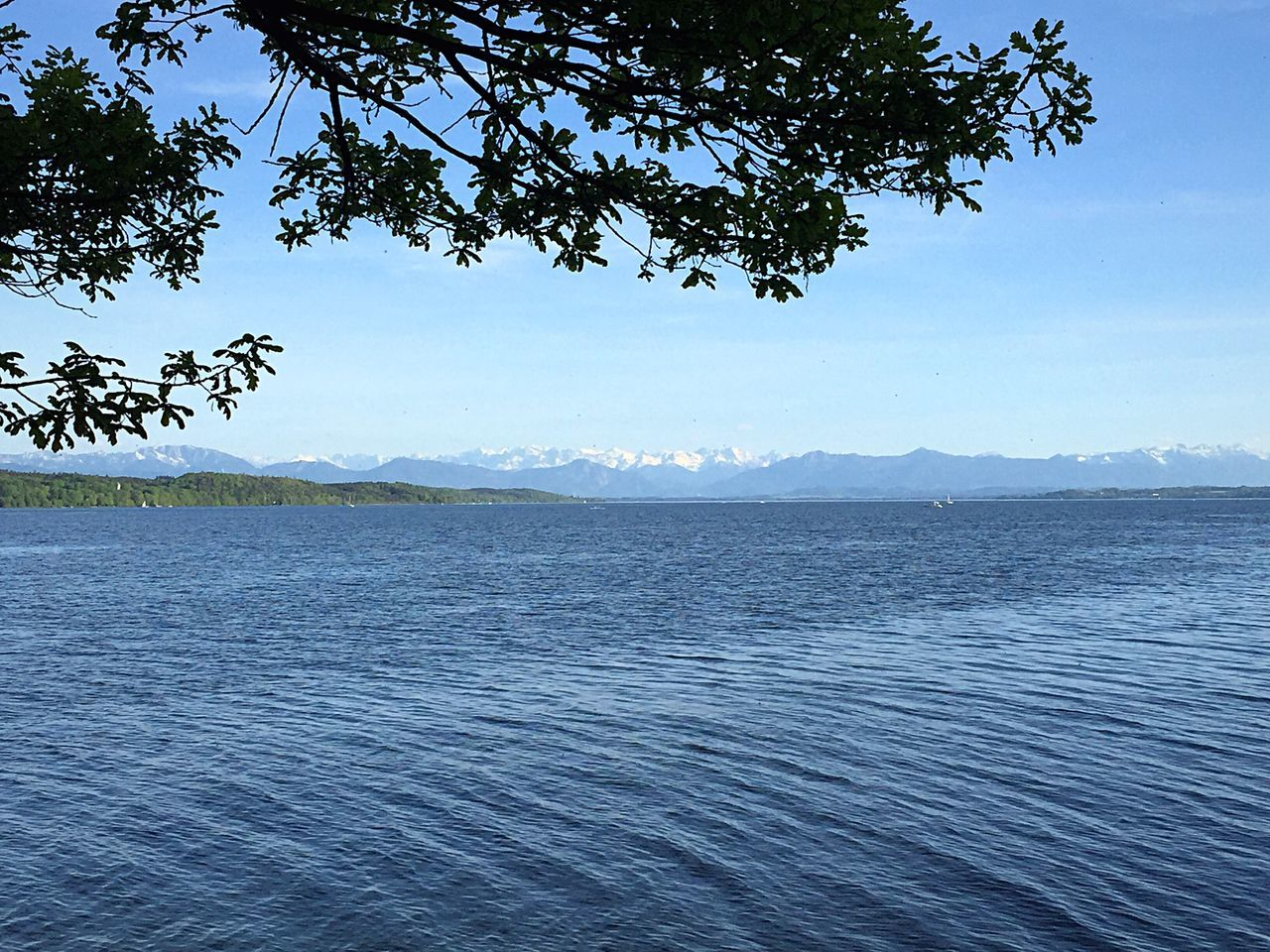 Beauty In Nature Water Sea No People Bäume Und Himmel Starnbergersee Baum Berge Himmel Wälder Wasser